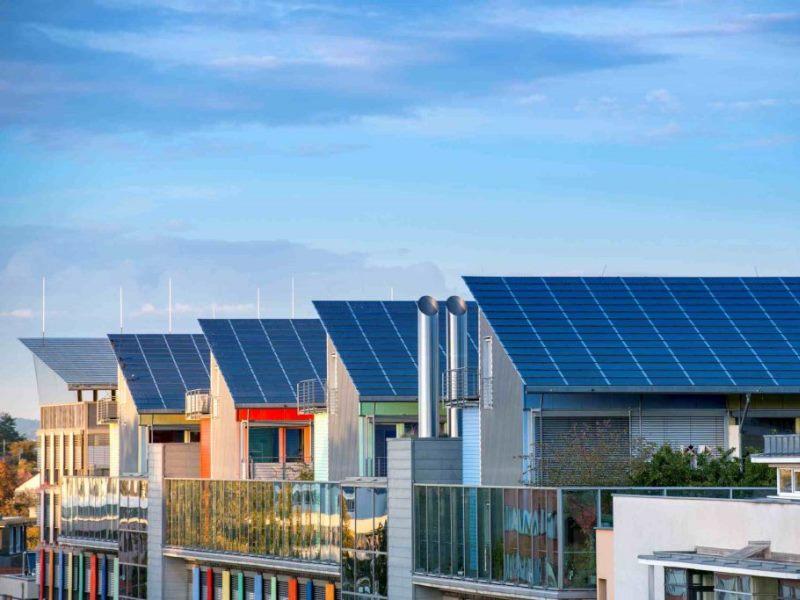 Tetti fotovoltaici in case ecologiche
